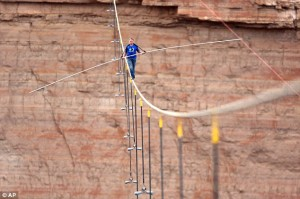Source: http://www.dailymail.co.uk/news/article-2347126/Nik-Wallenda-crosses-Grand-Canyon-tightrope-NO-safety-harness.html